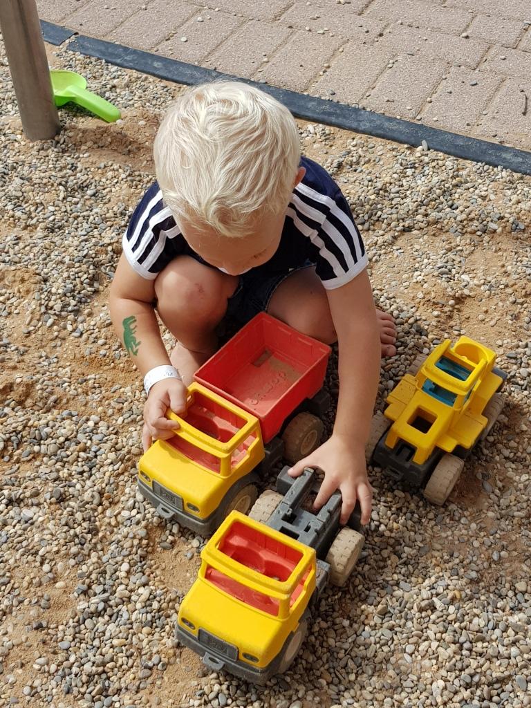 Kleinkind im Playmobil Funpark